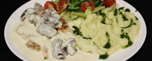 Chicken plait with mushroom sauce