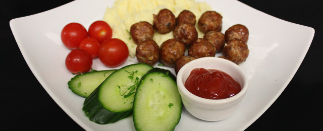 Fried pork meatballs with mashed potato and seasonal salad